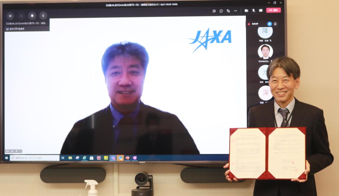 左;JAXA酒井有人宇宙技術センター長、右;日揮グローバル株式会社阪本バイスプレジデント